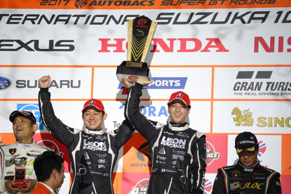 2017 Japanese Super GT Series. Suzuka, Japan. 26th - 27th August 2017. Rd 6.. GT300 Winner Haruki Kurosawa & Naoya Gamou ( #65  LEON CVSTOS AMG ) podium portrait World Copyright: Yasushi Ishihara / LAT Images. Ref: 2017SGT_Rd6_016
