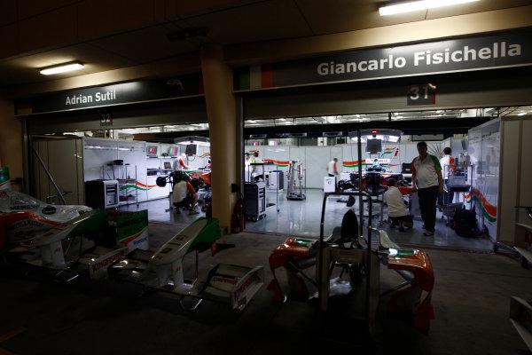 Bahrain International Circuit, Sakhir, Bahrain24th April 2009The Force India garage by night. Garages. Atmosphere. World Copyright: Andrew Ferraro/LAT Photographicref: Digital Image _H0Y8760