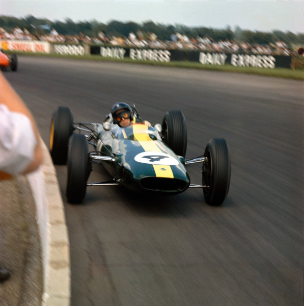 Silverstone, England. 18 - 20 July 1963.Jim Clark (Lotus 25 Climax) 1st position, action. World Copyright: LAT Photographic.Ref:  MF3091.