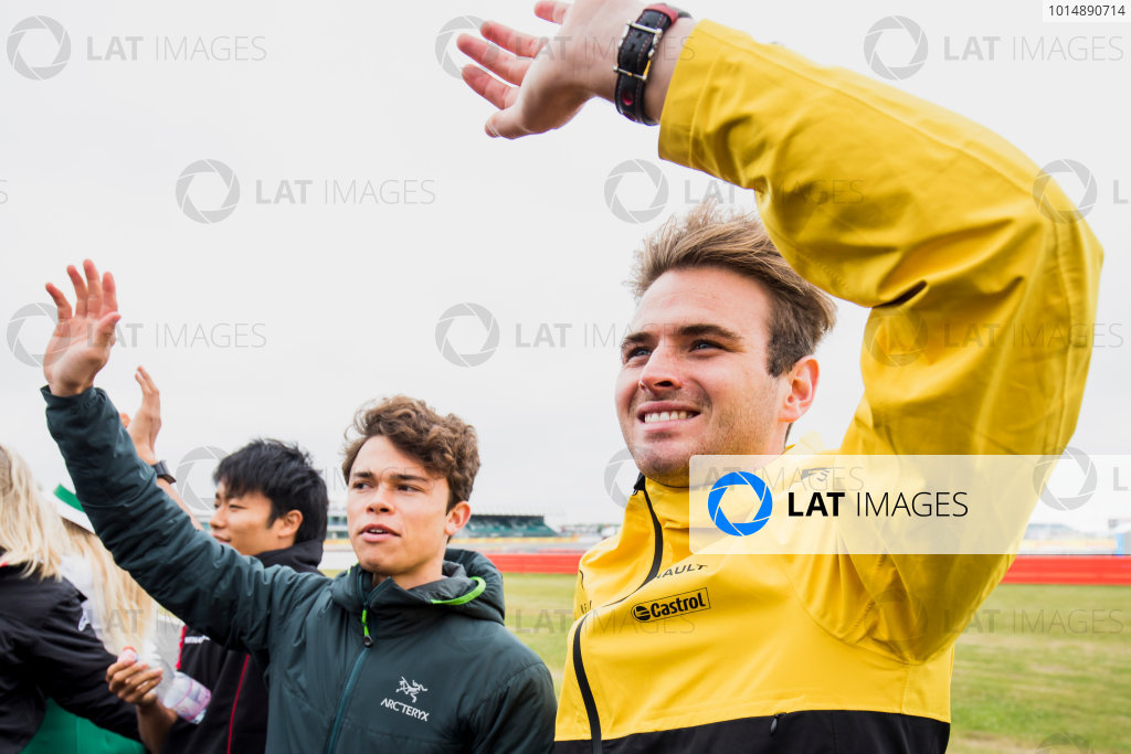 2017 FIA Formula 2 Round 6. Silverstone, Northamptonshire, UK. Saturday 15 July 2017. Nyck De Vries (NED, Rapax) and Oliver Rowland (GBR, DAMS).  Photo: Zak Mauger/FIA Formula 2. ref: Digital Image _54I5207