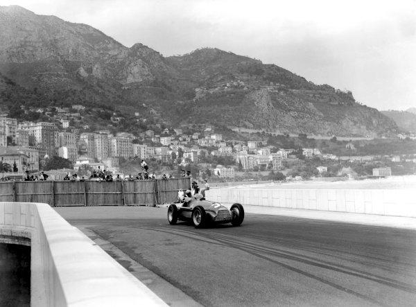 1950 Monaco Grand Prix.Monaco, Monte Carlo. 21st May 1950.Juan Manuel Fangio (Alfa Romeo 158), 1st position. Ref-C26713.World Copyright: LAT Photographic