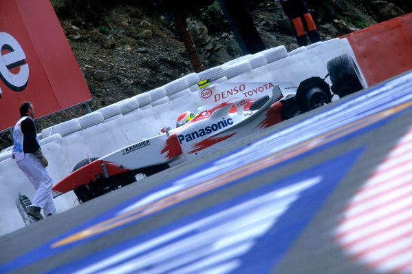 2004 Belgian Grand Prix.Spa Francorchamps, Belgium. 27th - 29th August.Ryan Briscoe, Toyota TF104 sits in his car after his accident at Eau Rouge. Action. World Copyright:LAT PhotographicRef:35mm Image A17