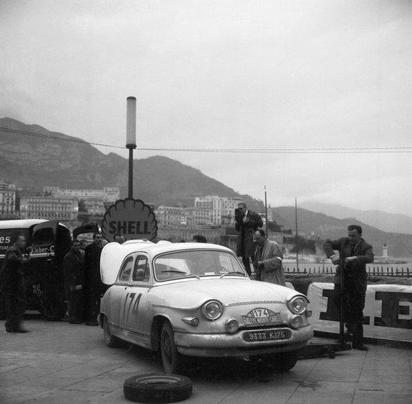 1961 Monte Carlo Rally.Monte Carlo, Monaco. January 1961.Maurice Martin/Roger Bateau (Panhard PL17) 1st position, action.World Copyright: LAT Photographicref: