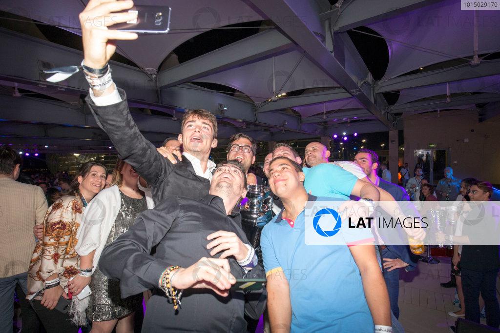 2017 Awards Evening. Yas Marina Circuit, Abu Dhabi, United Arab Emirates. Sunday 26 November 2017. Charles Leclerc (MCO, PREMA Racing), celebrates with team. Photo: Zak Mauger/FIA Formula 2/GP3 Series. ref: Digital Image _X0W0252