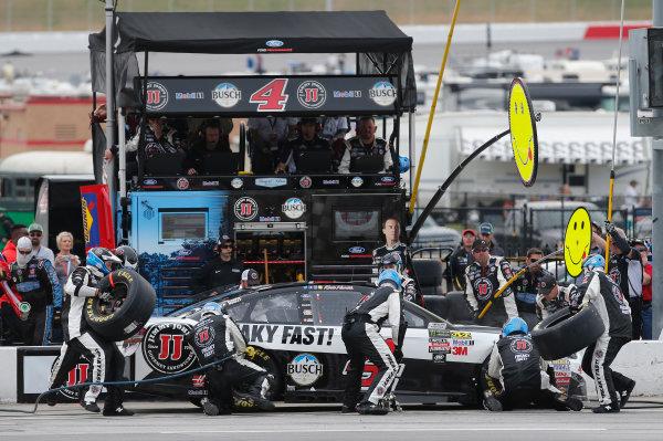 2017 Monster Energy NASCAR Cup Series - Fold of Honor QuikTrip 500 Atlanta Motor Speedway, Hampton, GA USA Sunday 5 March 2017 Kevin Harvick pit stop World Copyright: Matthew T. Thacker/LAT Images ref: Digital Image 17ATL1mt1674