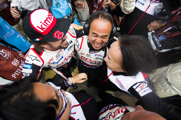 Fernando Alonso, Toyota Gazoo Racing, celebrates winning with his team