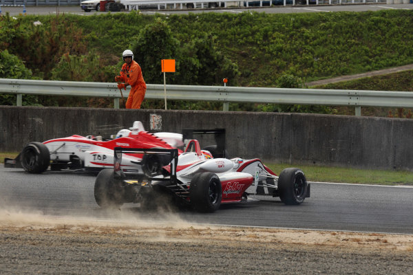 Round 9 & 10, Okayama, Japan. 25th August 2012.Rd 10 - Start of the race accident 1st corner Hideki Yamauchi ( #1 B-MAX ENGINEERING ).World Copyright: Yasushi Ishihara/LAT Photographicref: Digital Image 2012JF3_Rd9&10_027