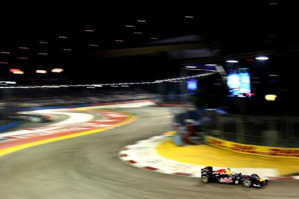Marina Bay Circuit, Singapore.24th September 2011.Sebastian Vettel, Red Bull Racing RB7 Renault. Action. World Copyright: Andy Hone/LAT Photographicref: Digital Image CSP28277
