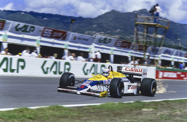 Nigel Mansell, Williams FW11 Honda, sparking.