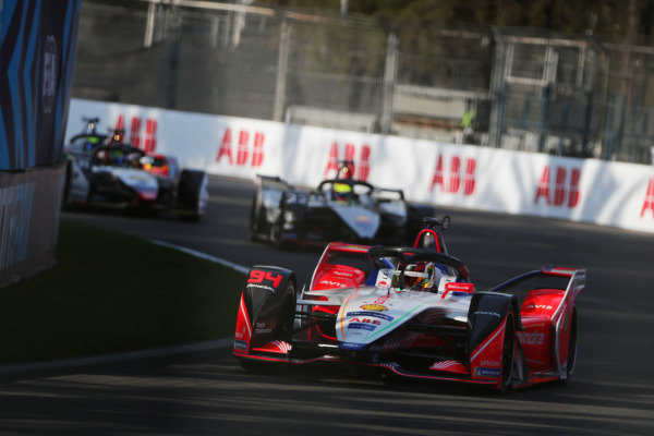 Pascal Wehrlein (DEU), Mahindra Racing, M5 Electro, leads Oliver Rowland (GBR), Nissan e.Dams, Nissan IMO1, and Lucas Di Grassi (BRA), Audi Sport ABT Schaeffler, Audi e-tron FE05