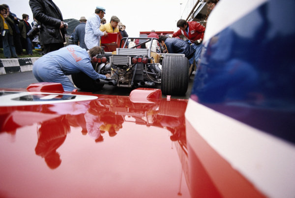 Mechanics work on the rear end of Tim Schenken and Ronnie Peterson's Ferrari SpA SEFAC, Ferrari 312 PB in the pitlane.