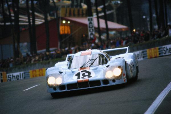 Pedro Rodriguez / Jackie Oliver, J. W. Automotive Engineering, Porsche 917 LH.