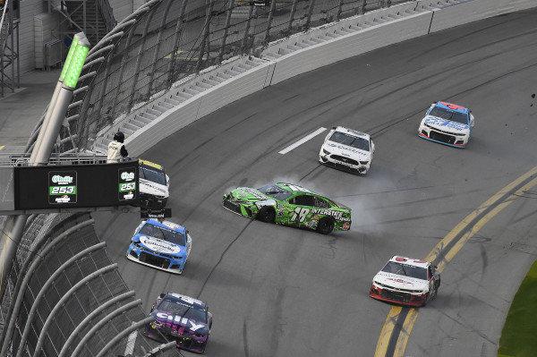 #18: Kyle Busch, Joe Gibbs Racing, Toyota Camry Interstate Batteries spins