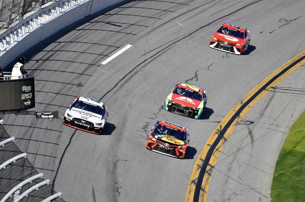 #2: Brad Keselowski, Team Penske, Ford Mustang Discount Tire and #19: Martin Truex Jr., Joe Gibbs Racing, Toyota Camry Bass Pro Shops
