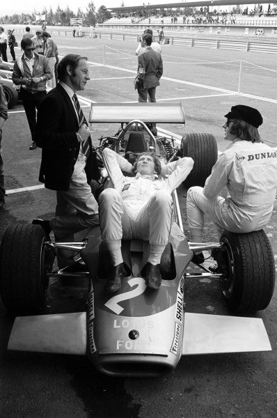Jochen Rindt (AUT) chills out whilst talking to Jackie Stewart (GBR) right and former Lotus GP driver Innes Ireland (GBR), left. Mexican GP, Mexico City, 19 October 1969
