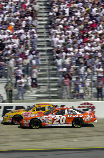 #20-Tony Stewart races with Bobby Hamilton early in the race. Stewart dropped out with a blown engine, finishing 42nd, Hamilton completed the race in 15th.NASCAR Food City 500 at Bristol Motor Speedway (Tenn)26 March, 2000LAT PHOTOGRAPHIC