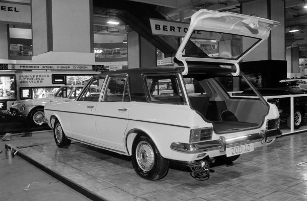 Ford Zodiac Estate / station wagon.
