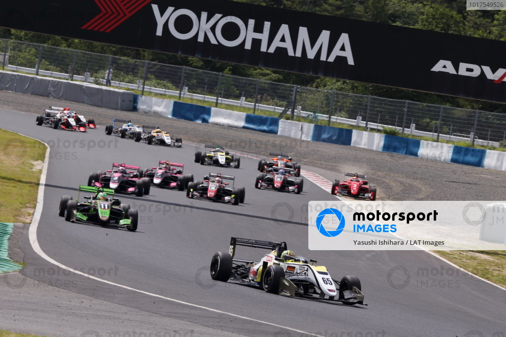 Round 6. Start of the race. Enamel Ahmed, B-Max Racing with Motopark, Dallara Volkswagen. Photo by Masahide Kamio