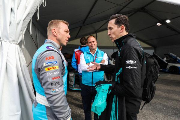 Olympic gold medalist Sir Chris Hoy, talks to James Barclay, Team Director, Panasonic Jaguar Racing