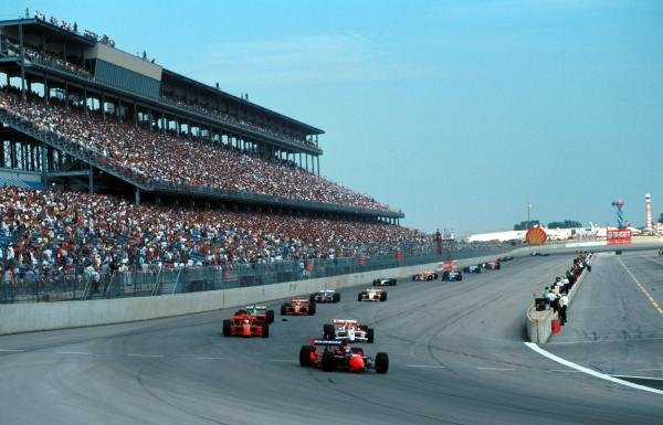 Pole sitter Tony Kanaan (BRA) Mo Nunn Racing Reynard Honda leads the field at the start.