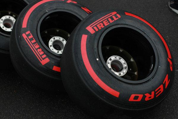 Circuit Gilles Villeneuve, Montreal, Canada .3 Tyres World Copyright: Andy Hone/  ref: Digital Image HONY9452