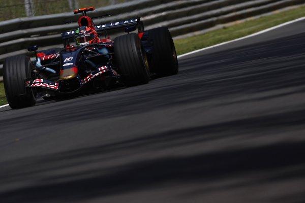 2007 Italian Grand Prix - Friday PracticeAutodromo di Monza, Monza, Italy.7th September 2007.Vitantonio Liuzzi, Toro Rosso STR02-Ferrari. Action. World Copyright: Lorenzo Bellanca/LAT Photographicref: Digital Image _64I5003