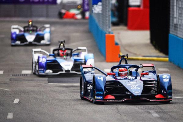 Robin Frijns (NLD), Envision Virgin Racing, Audi e-tron FE07, leads Maximilian Guenther (DEU), BMW I Andretti Motorsports, BMW iFE.21