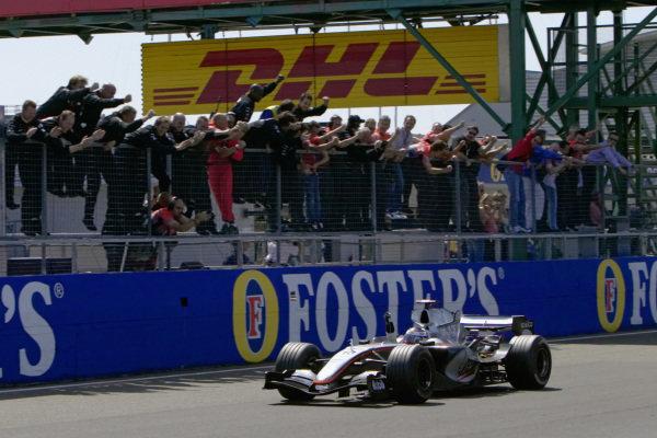 Juan Pablo Montoya, McLaren MP4-20 Mercedes celebrates victory with his team.