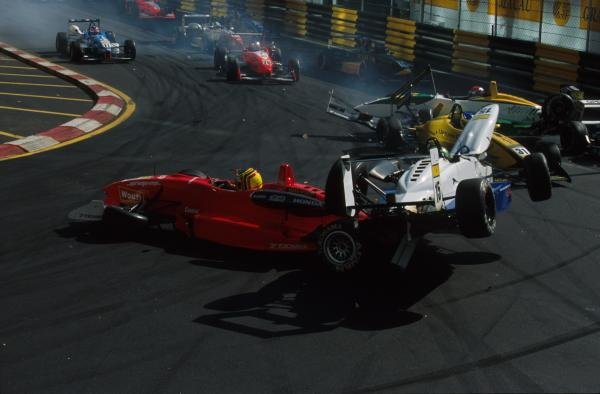 Derek Hayes (GBR) Manor Motorsport caused a massive shunt at the start of race 148th Macau Grand Prix, Macau, 18 November 2001BEST IMAGE
