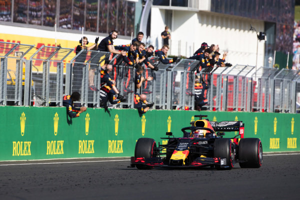 Max Verstappen, Red Bull Racing RB15, 2nd position, is cheered over the line by his team