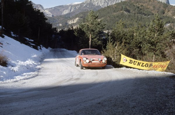 1968 Monte Carlo Rally. Monte Carlo, Monaco. 24th - 28th January 1968. Vic Elford/David Stone (Porsche 911T), 1st position. World Copyright: LAT Photographic Ref: 35mm transparency 68RALLY02