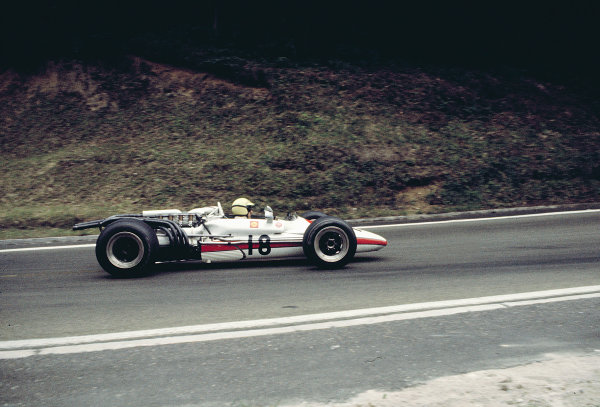1968 French Grand Prix.Rouen-les-Essarts, France.5-7 July 1968.Jo Schlesser (Honda RA301) before his fatal accident.Ref-68 FRA 01.World Copyright - LAT Photographic