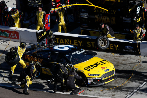 7-9 November, 2014, Avondale, Arizona USA Marcos Ambrose pit stop ©2014, Michael L. Levitt LAT Photo USA