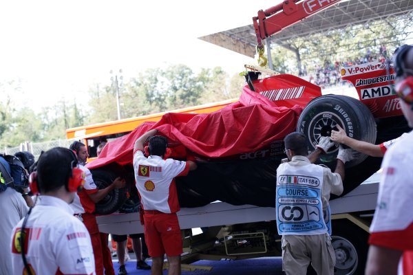 2007 Italian Grand Prix - Saturday QualifyingAutodromo di Monza, Monza, Italy.8th September 2007.Kimi Raikkonen's destroyed Ferrari F2007 is returned to the pits.World Copyright: Steven Tee/LAT Photographicref: Digital Image YY2Z8455