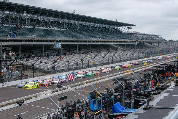 #22: Ryan Blaney, Team Penske, Ford Mustang Menards/Richmond, #7: Justin Allgaier, JR Motorsports, Chevrolet Camaro Dove Men + Care lead the field at the start