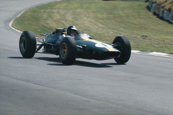 Brands Hatch, England. 9-11 July 1964.  Jim Clark (Lotus 33 Climax) practice only.  Ref: 64GB01. World Copyright: LAT Photographic