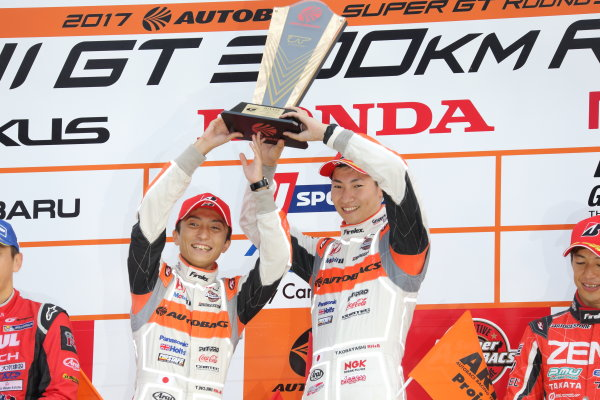 2017 Japanese Super GT Series. Fuji, Japan. 5th - 6th August 2017. Rd 5. GT500 Winner Tomoki Nojiri & Takashi Kobayashi ( #8 ARTA NSX-GT ) podium portrait World Copyright: Yasushi Ishihara / LAT Images. Ref: 2017JSGT_Rd5_004