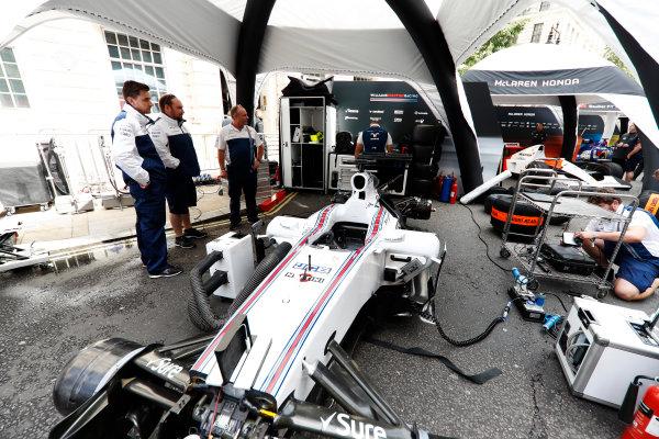 F1 Live London. London, United Kingdom. Wednesday 12 July 2017. The Williams team prepare for the London Formula 1 demonstration. World Copyright: Glenn Dunbar/LAT Images ref: Digital Image: _31I9128