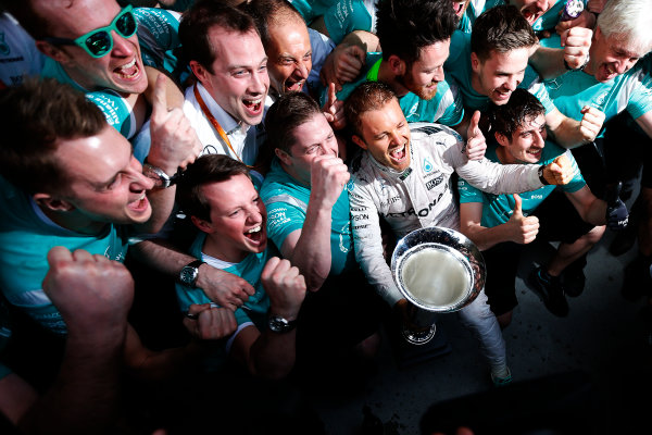 Shanghai International Circuit, Shanghai, China. Sunday 17 April 2016. Nico Rosberg, Mercedes AMG, 1st Position, and the Mercedes team celebrate with the winners trophy. World Copyright: Sam Bloxham/LAT Photographic ref: Digital Image _R6T1899