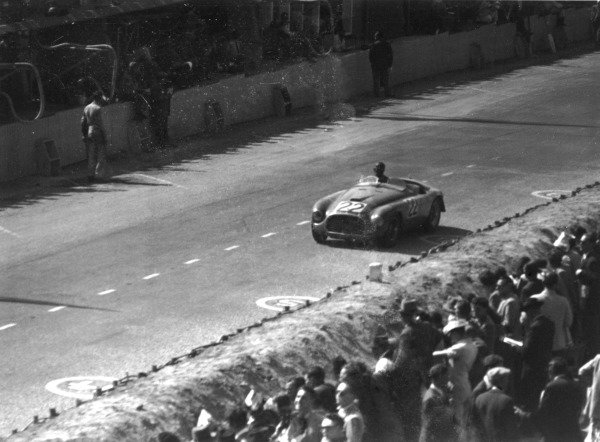 1949 Le Mans 24 Hours.Le Mans, France. 25-26 June 1949.Luigi Chinetti/Lord Selsdon (Ferrari 166MM), 1st position. Ref-49/16 #16World Copyright: LAT Photographic
