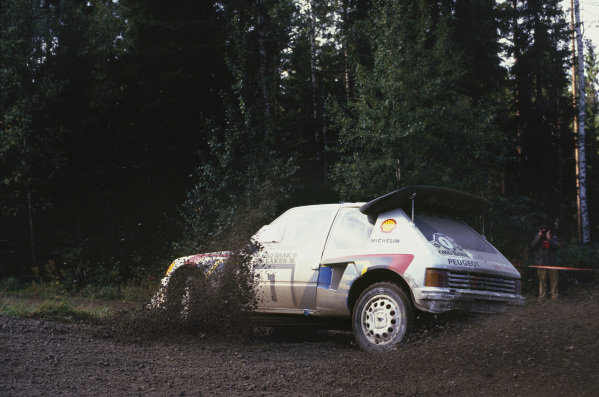 1000 Lakes Rally, Finland. 5th - 7th September 1986.Timo Salonen/Seppo Harjanne (Peugeot 205 T16 E2), 1st position, action. World Copyright: LAT PhotographicRef: 86RALLY11.