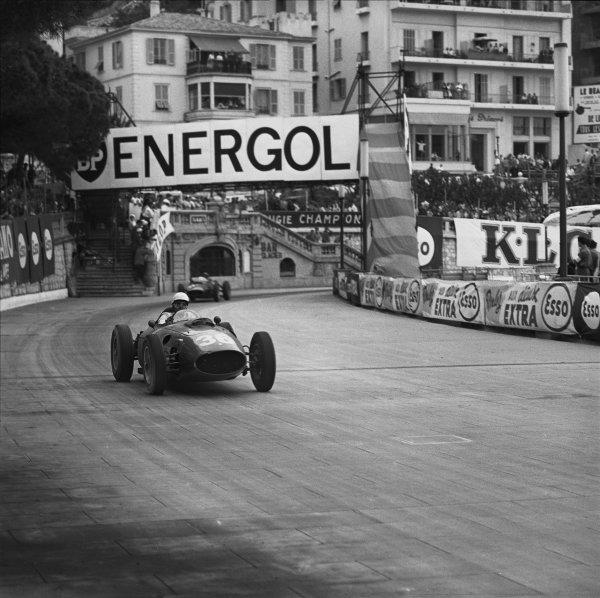 Monte Carlo, Monaco. 26th - 29th May 1960. Phil Hill (Ferrari 246 Dino), 3rd position, action.  World Copyright: LAT Photographic. Ref:  6476.