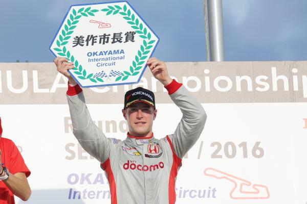 2016 Japanese Super Formula. Okayama, Japan.  Saturday 10 September 2016. Rd 5. Race1 Winner Stoffel Vandoorne ( #41  DOCOMO DANDELION M41S SF14 ) podium World Copyright: Yasushi Ishihara/LAT Photographic Ref : 2016SF_Rd5_R1_012