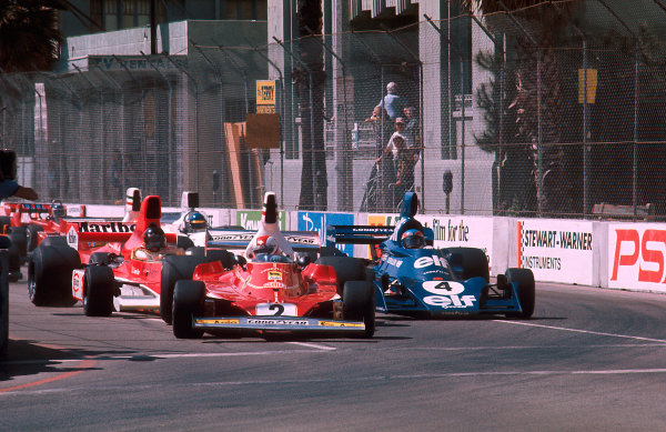 Long Beach, Calfornia, USA.26-28 March 1976.Clay Regazzoni (Ferrari 312T) leads Patrick Depailler (Tyrrell 007 Ford) and James Hunt (McLaren M23 Ford) at the start.Ref-76 LB 07.World Copyright - LAT Photographic