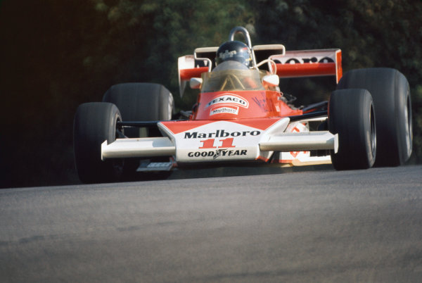 Mosport Park, Ontario, Canada. 1st - 3rd October 1976. James Hunt (McLaren M23-Ford), 1st position, action.  World Copyright: LAT Photographic.  Ref:  76 CAN 14.