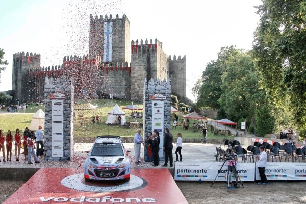 Thierry Neuville (BEL) / Nicolas Gilsoul (BEL) Hyundai i20 WRC at World Rally Championship, Rd5, Rally Portugal, Stage One, Matosinhos, Portugal, 21 May 2015.