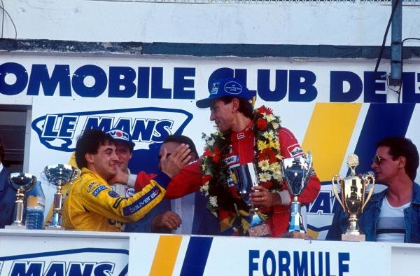 By finishing sixth, Jean Alesi (FRA) (Left) clinched the championship with one round to spare. Jean is congratulating race winner Eric Comas (FRA) (centre).International Formula 3000 Championship, Bugatti Circuit Le Mans , France, 24 September 1989.
