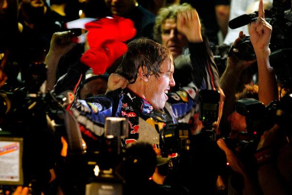 Yas Marina Circuit, Abu Dhabi, United Arab Emirates14th November 2010.Sebastian Vettel, Red Bull Racing RB6 Renault, 1st position, and the Red Bull team celebrates victory. Portrait. World Steven Tee/LAT Photographic ref: Digital Image _A8C8072