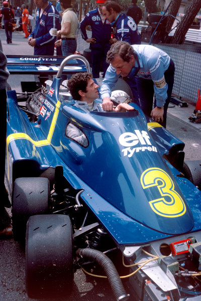 Monaco, Monte Carlo. 27th - 30th May 1976.Jody Scheckter (Tyrrell P34-Ford Cosworth), 2nd position, talks with designer Derek Gardner, in the pit lane, portraitWorld Copyright: LAT Photographic.ref: 35mm Transparency.