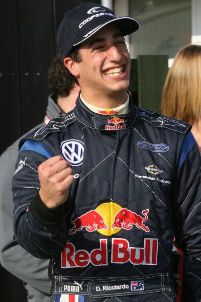 Oulton Park 11th-13th April 2009Daniel Ricciardo (AUS) - Carlin Motorsport Dallara VolkswagenWorld Copyright: Jakob Ebrey/LAT Photographic
